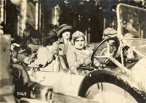Birdie Marks at the wheel with her all woman crew. The man in the front passenger seat was not a crew member. Detroit Public Library.